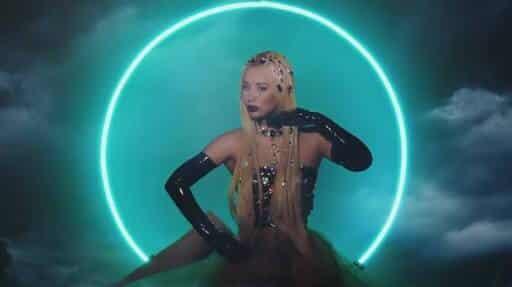 Iggy Azalea – Savior feat Quavo